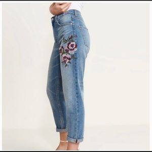 """Dynamite """"Claudia"""" embroidered mom jeans"""